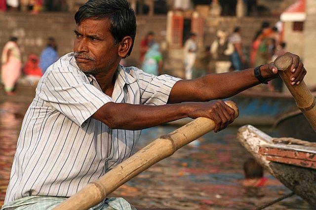 Zdjęcia: Varanasi, Varanasi, wioslarz, INDIE
