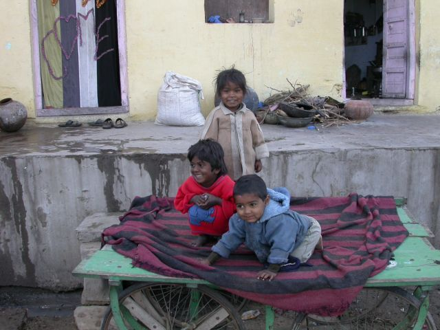 Zdjęcia: Pushkar, Radżastan, Zawsze uśmiechnięte, INDIE
