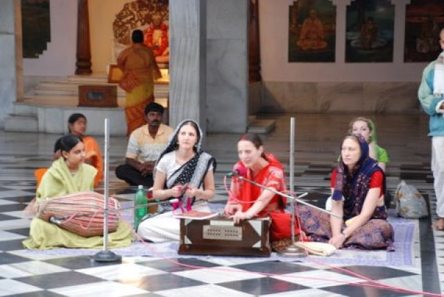 Zdj�cia: 150 km. od Kalkuty, West Bengal, Iskcon Temple Maya Pur, INDIE