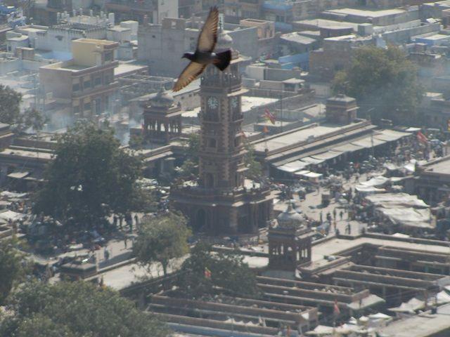 Zdj�cia: Jodhpur, Rajasthan,  widok z fortu - wie�a zegarowa, INDIE