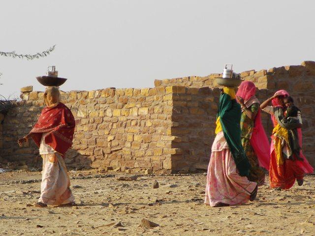 Zdjęcia: Jaisalmer - pustynia Thar, Rajasthan, w drodze na safarii.., INDIE