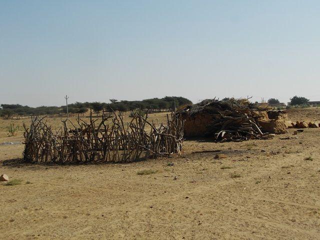 Zdjęcia: Jaisalmer - pustynia Thar, Rajasthan, pustynne zabudowania, INDIE