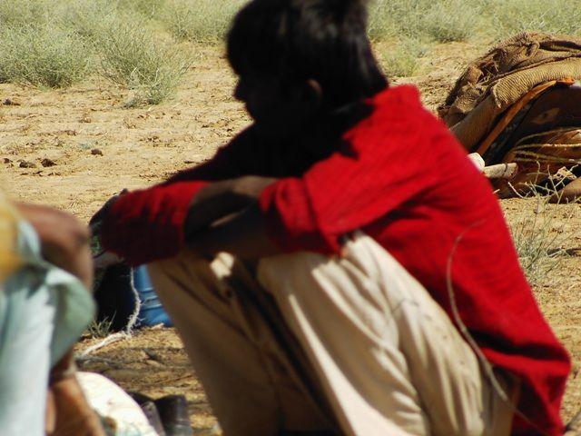 Zdjęcia: Jaisalmer - pustynia Thar, Rajasthan, zamyślony..., INDIE