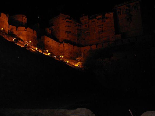 Zdj�cia: Jaisalmer - pustynia Thar, Rajasthan, Z�oty fort noc�, INDIE