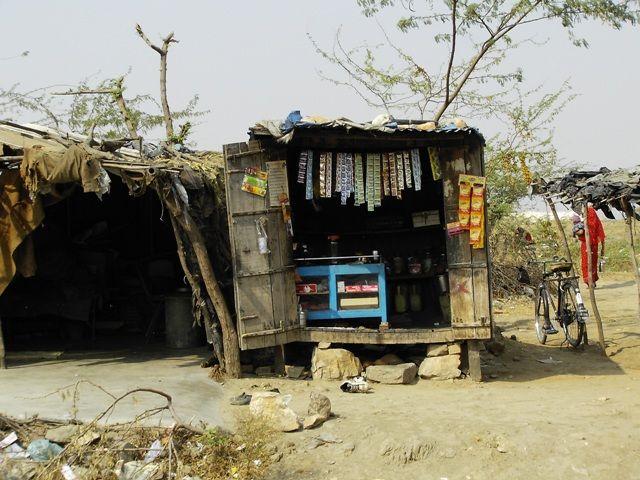 Zdjęcia: Jodhpur - Jaipur, Rajasthan, w drodze do Jaipur- sklep przydrożny, INDIE