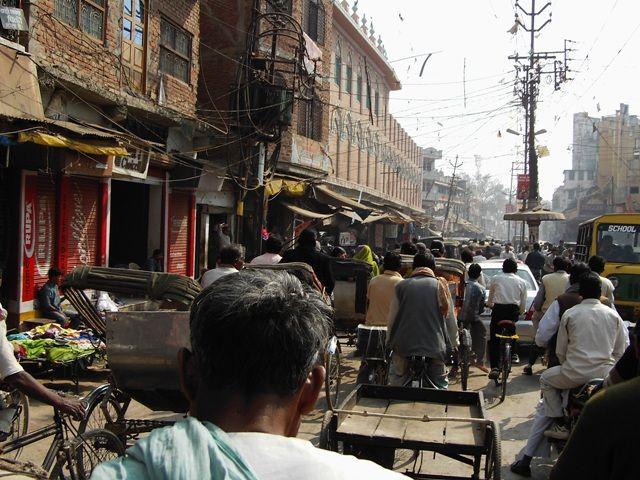 Zdjęcia: Varanasi, Uttar Pradesh, uliczna gonitwa, INDIE