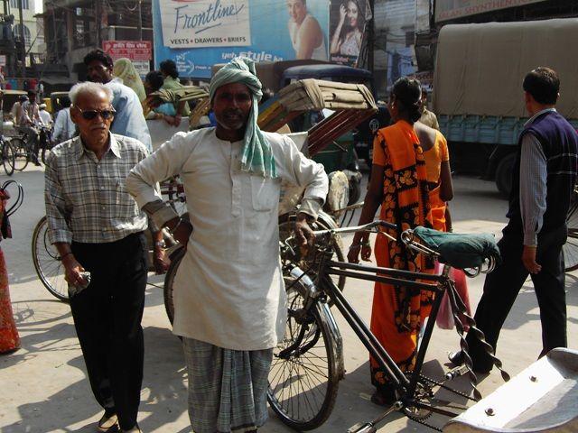 Zdj�cia: Varanasi, Uttar Pradesh, dzielny rikszarz, INDIE