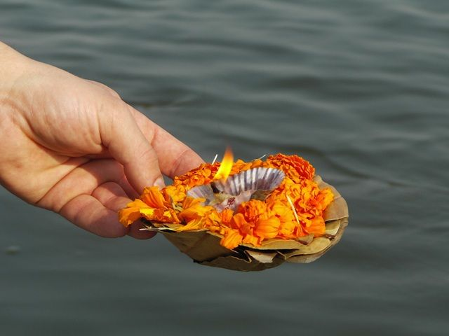 Zdjęcia: Varanasi, Uttar Pradesh, światełko Gangesu, INDIE