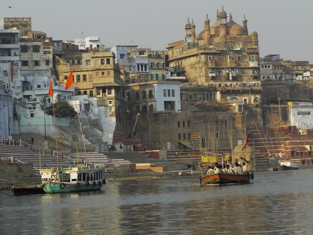 Zdjęcia: Varanasi, Uttar Pradesh, widok na ghaty, INDIE