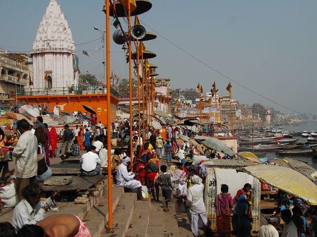 Zdjęcia: Varanasi, Uttar Pradesh, poranny tłok nad rzeką, INDIE