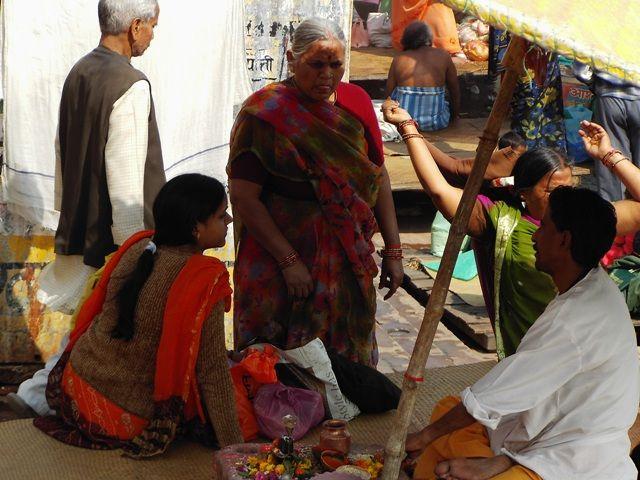 Zdj�cia: Varanasi, Uttar Pradesh, sprzedawca dar�w, INDIE