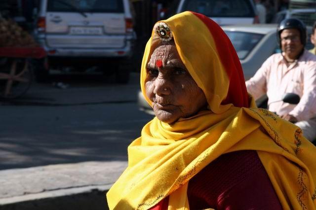 Zdjęcia: Ulica przed Hawa Mahal (Pałacem Wiatrów), Rajastan, Twarze Indii, INDIE
