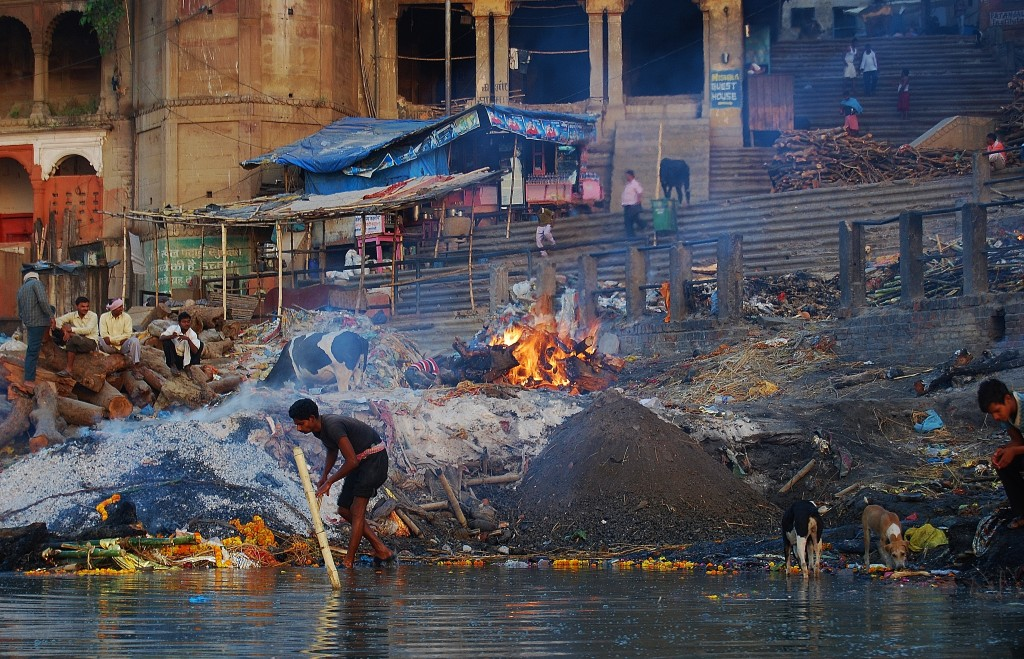 Zdjęcia: Varanasi, Uttar Pradesh, Stos pogrzebowy, INDIE