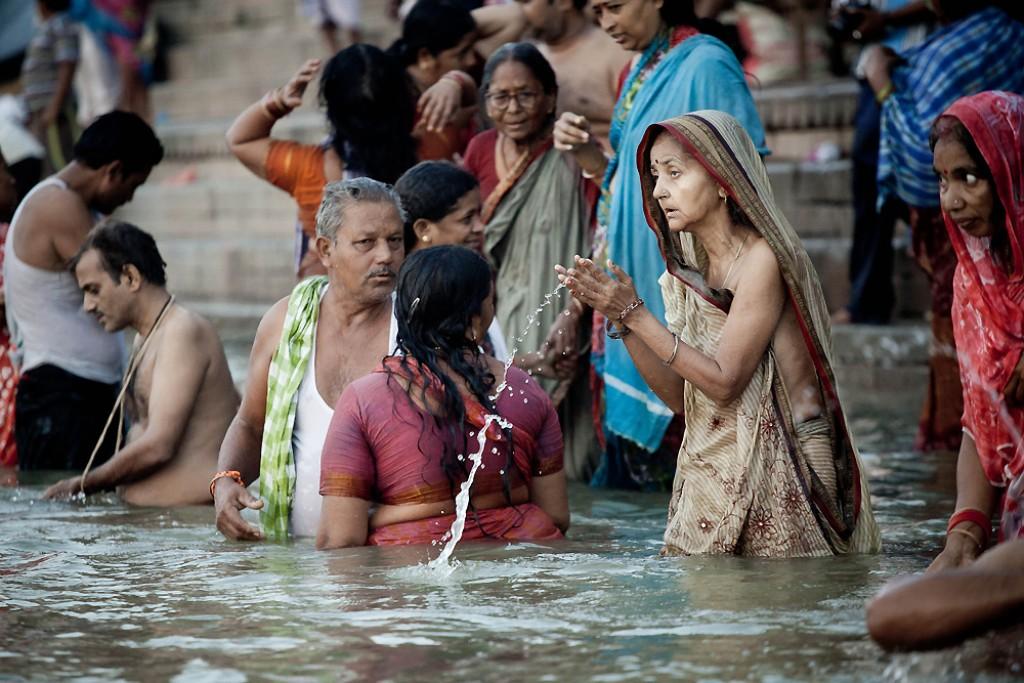 Zdjęcia: Waranasi,  , Kapiel, INDIE