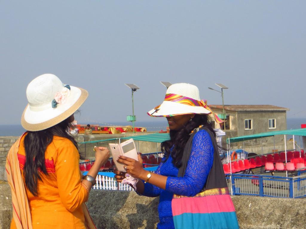 Zdjęcia: Wyspa Elephanta, Maharashtra, Pogaduchy w kapeluszach, INDIE