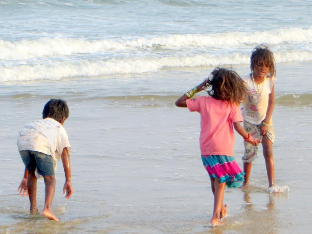 Zdjęcia: na plaży, ..., bawiące się, INDIE