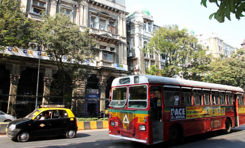 Zdjęcia: Bombaj, Maharasztra, Kolorowy autobus, INDIE