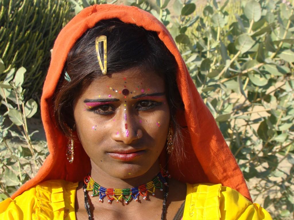 Zdjęcia: Pustynia Thar, Zachodnie Indie, Cygańska dziewczynka, INDIE