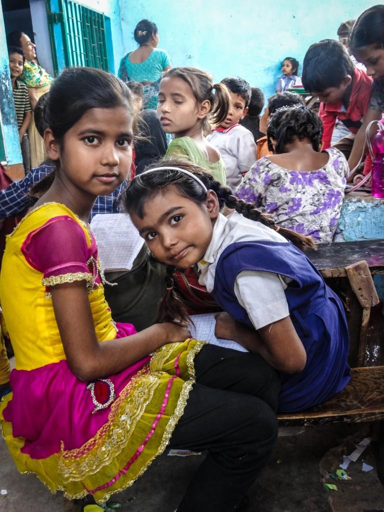 Zdjęcia: Agra, północ, pilne uczennice , INDIE