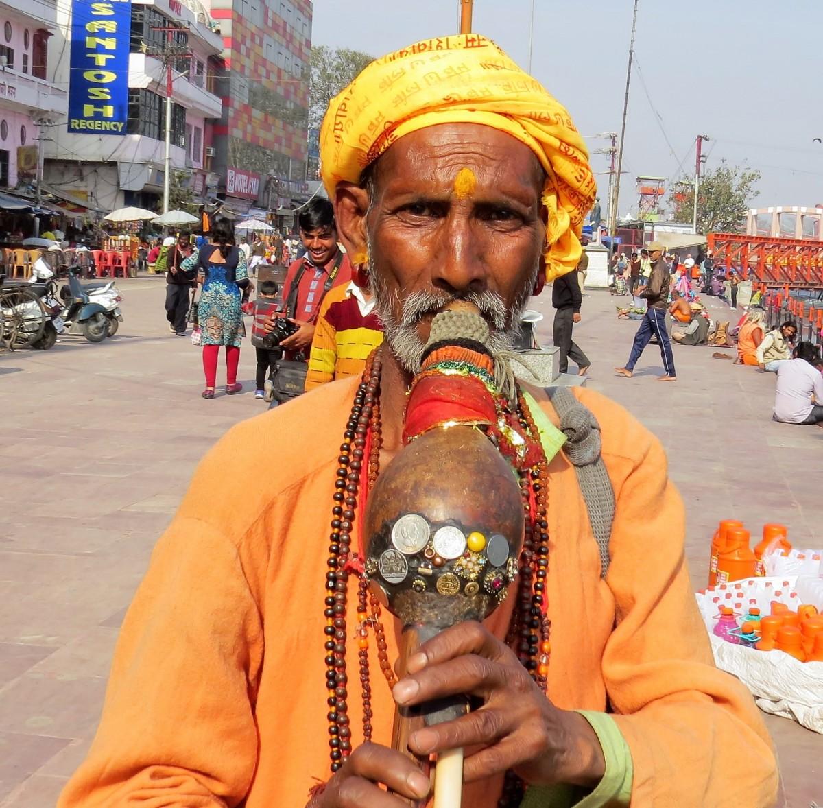 Zdjęcia: Haridwar, Uttarakhand, Uliczny grajek, INDIE