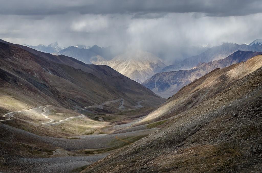 Zdjęcia: Khardung La, Ladakh, burzowo..., INDIE