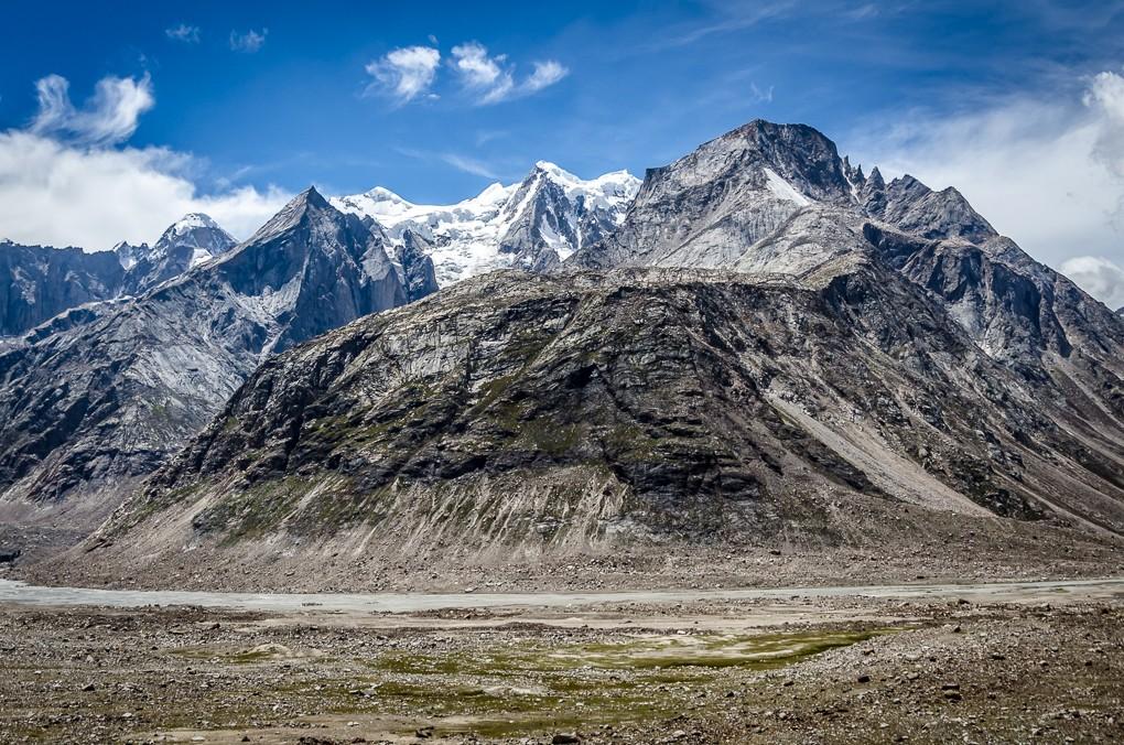 Zdjęcia: dolina rzeki Ćanab, Himachal Pradesh, szczyty..., INDIE