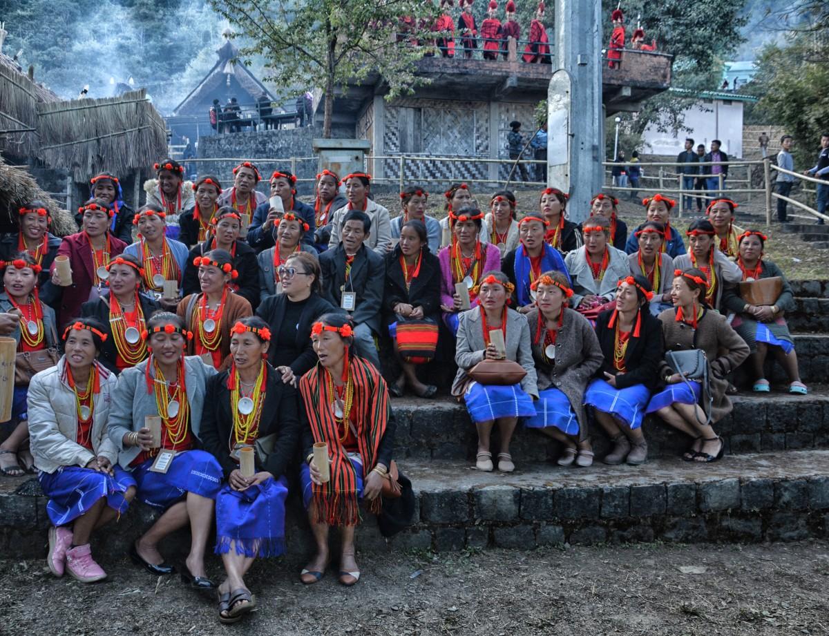 Zdjęcia: Kohima, Kisama, Nagaland, Festiwal HORNBILL, wieczorem, po występach pora na piwo ryżowe - zaraz będzie serwowane :), INDIE