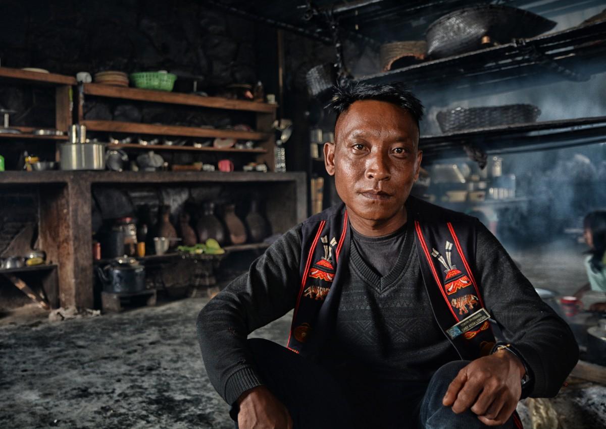 Zdjęcia: Longwa,  Nagaland, Król Aung w swoim królewskim domu, INDIE