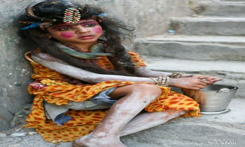 Zdjęcie INDIE / Uttarakhand / Rishikesh / Zebrzáce dziecko