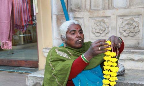 Zdjecie INDIE / Rajasthan / Udaipur / Kwiaciarka
