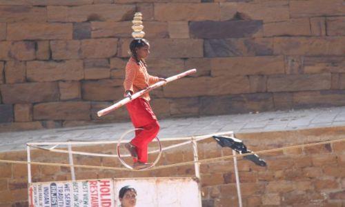 Zdjecie INDIE / Rajasthan / Jaisalmer / Tańcząca na linie
