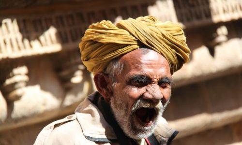 Zdjęcie INDIE / Rajasthan / Jaisalmer / Ziewak
