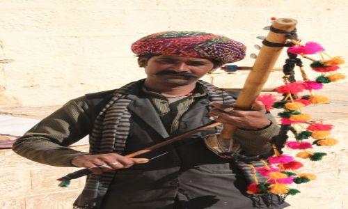 Zdjęcie INDIE / Rajasthan / Jaisalmer / Grajek