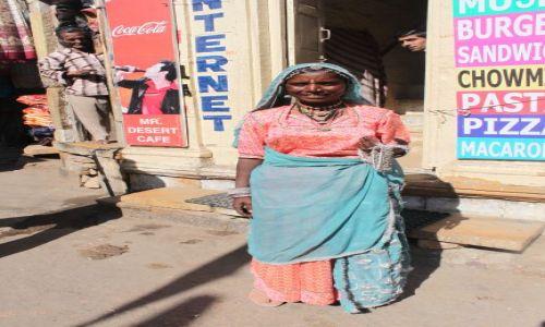 Zdjecie INDIE / Rajasthan / Jaisalmer / Internet pod strzechy
