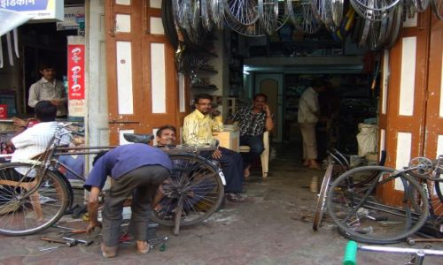 Zdjęcie INDIE / bombaj / colaba / warsztat rowerowy