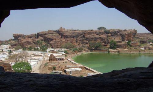 Zdjecie INDIE / Karnataka / Badami, zespół skalnych świątyń / Widok ze skalne
