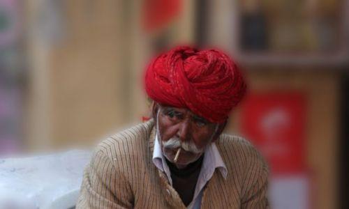 Zdjęcie INDIE / Rajasthan / Jaisalmer /  uliczny sprzedawca