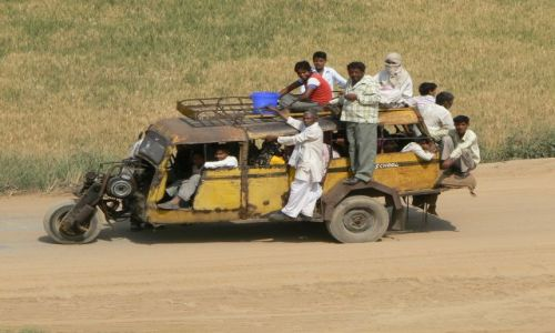 Zdjecie INDIE / Hatyana / Droga Manesar - Palwal / Transport lokalny