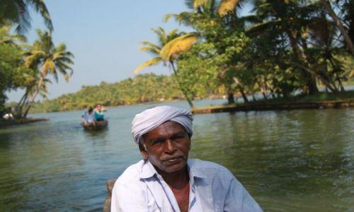 Zdjecie INDIE / Kerala / Kumarakom / kapitam łodzi