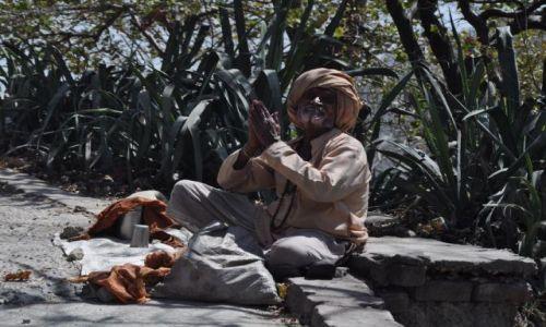 Zdjecie INDIE / Haridwar / Haridwar / Żebrak