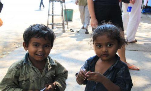 Zdjęcie INDIE / Maharasztra / Bombaj / dzieciaki z ulicy