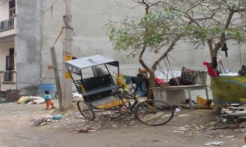 Zdjecie INDIE / New Delhi / Delhi / wszechobecny  bałagan