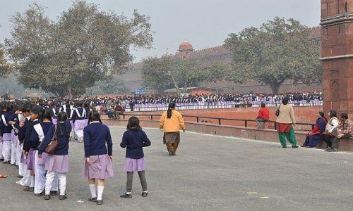 Zdjęcie INDIE / Delhi / Czerwony Fort / Kolejka
