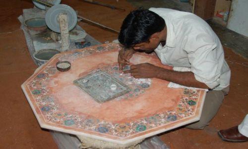 INDIE / Uttar Pradesh / Agra / Tak wykonywano intarsje w Taj mahalu