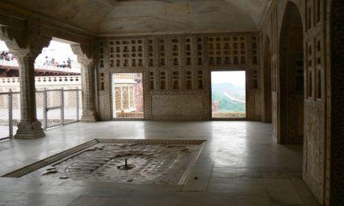 INDIE / Uttar Pradesh / Agra / Wnętrze prywatengo pałacu Shah Jahana w Agra Fort