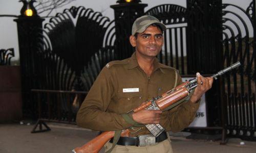 Zdjecie INDIE / Delhi / Olde Delhi / żołnierz