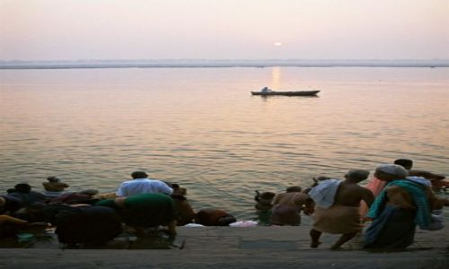 Zdjecie INDIE / Uttar Pradesh / Varanasi / Ganges w Varanasi