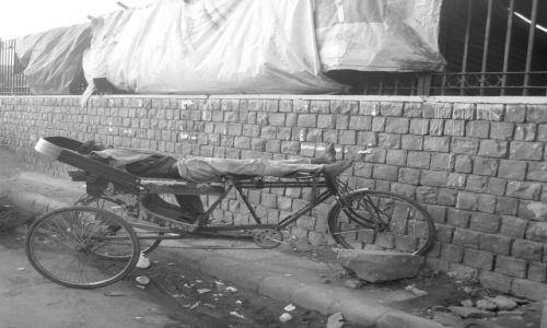 INDIE / Delhi / Old Delhi / ten przynajmniej nie śpi na ulicy