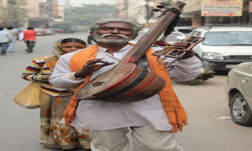 Zdjęcie INDIE / Delhi / Old Delhi / uliczny grajek