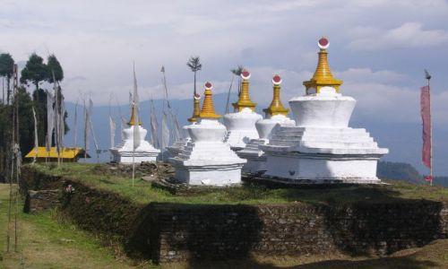 Zdjęcie INDIE / Sikkim / Szlak klasztorny / Stupy